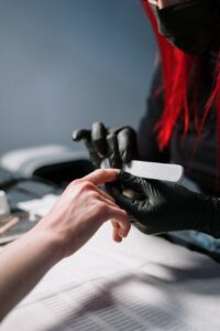 FOLLOW A GOOD FILING TECHNIQUE TO AVOID DAMAGING YOUR NAILS